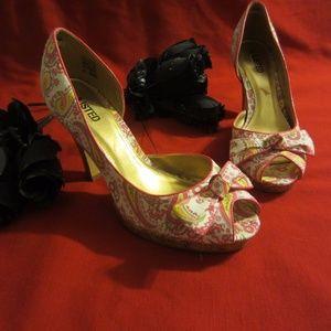 Unlisted  Women,s Fabric Floral Shoe Sz-10